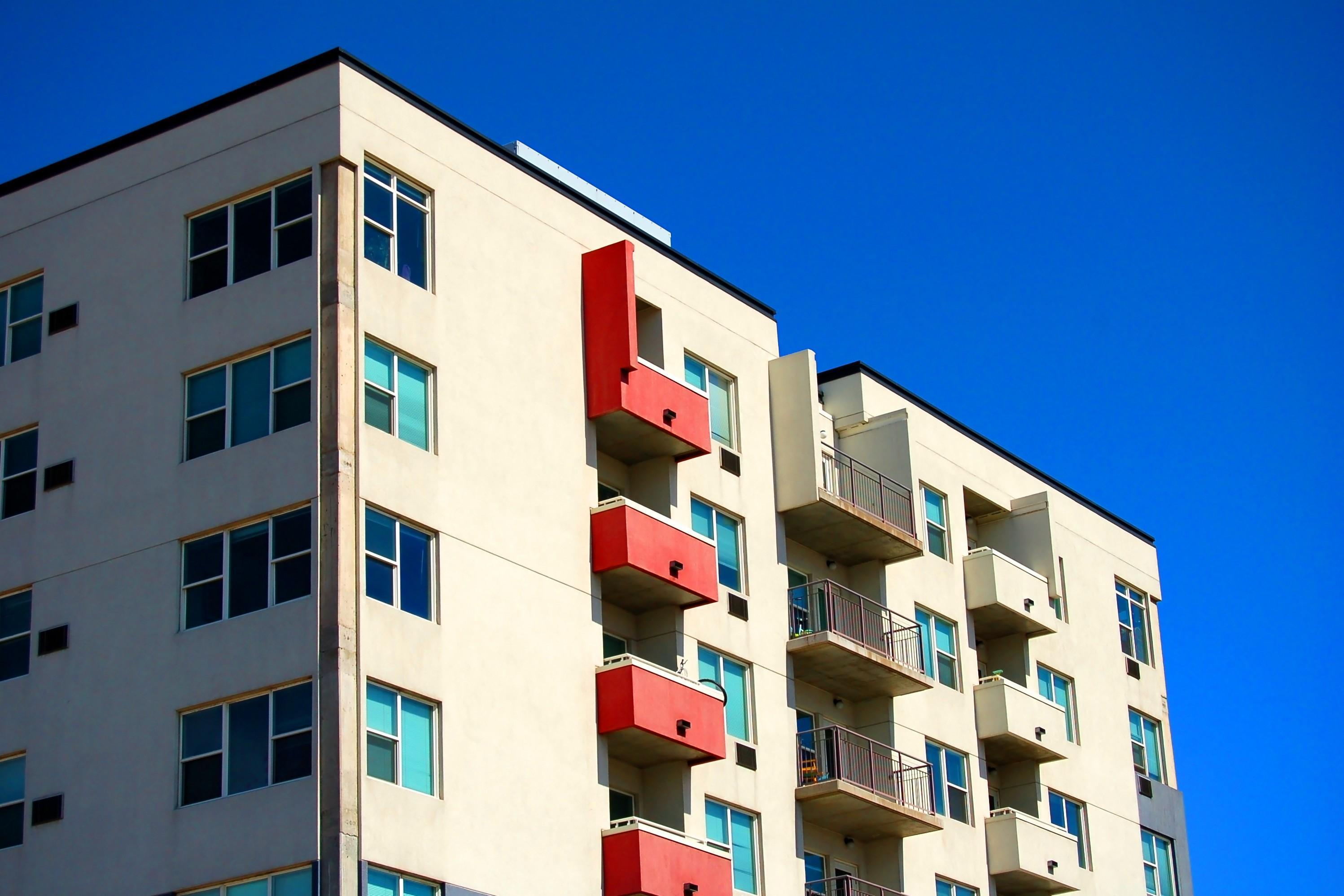 Rumori: il condomino ha diritto di sapere quanto è rumoroso il climatizzatore del vicino